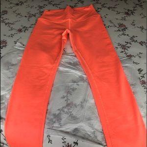 ALO Yoga Leggings. Great color! Size M.